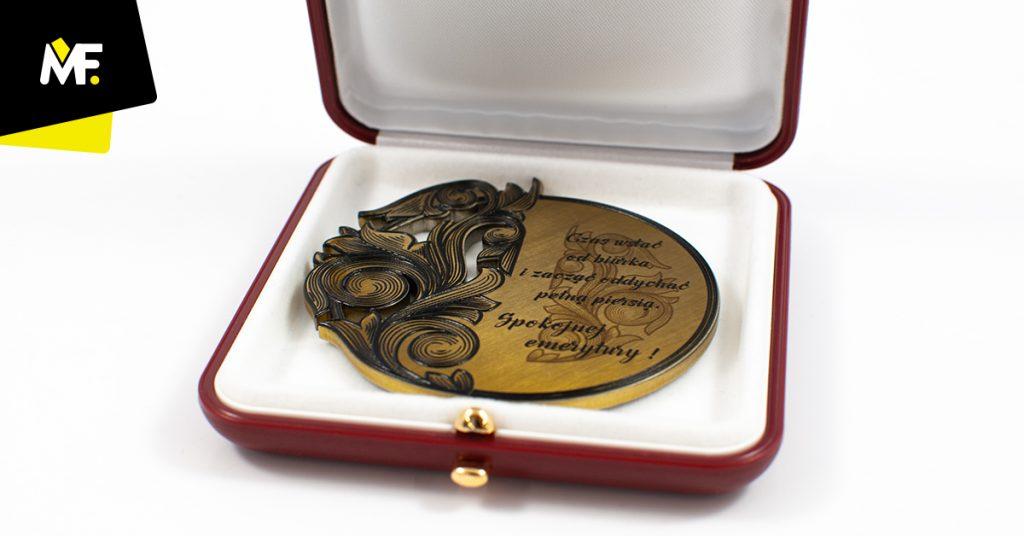 Medal dla pracownika z okazji odejścia na emeryturę